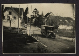 Postauto beim Volg