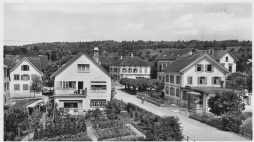 Blick von der Bahnhofstrasse zum Schulhaus Ochsen