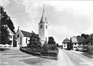 Kirche und Löwen